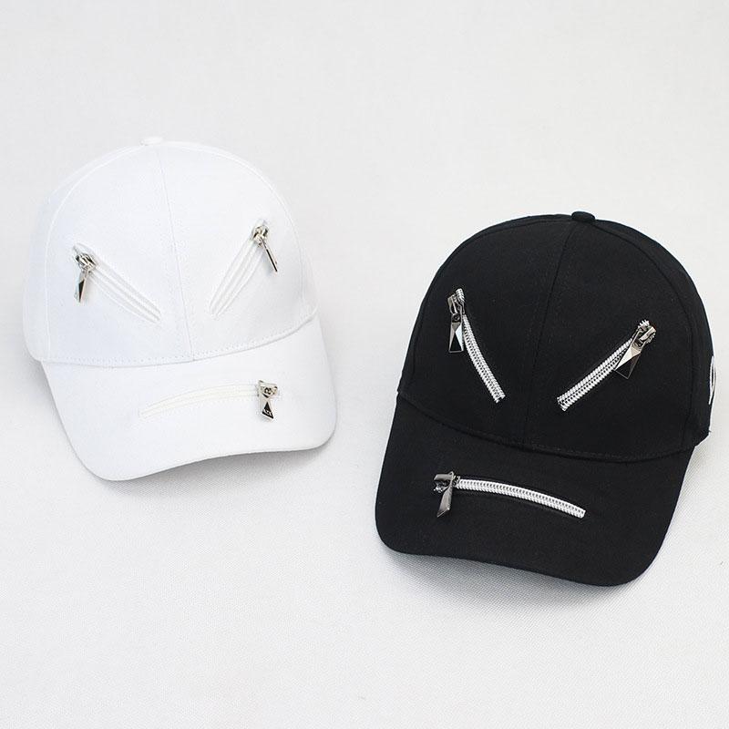 mũ lưỡi trai zipper đen trắng