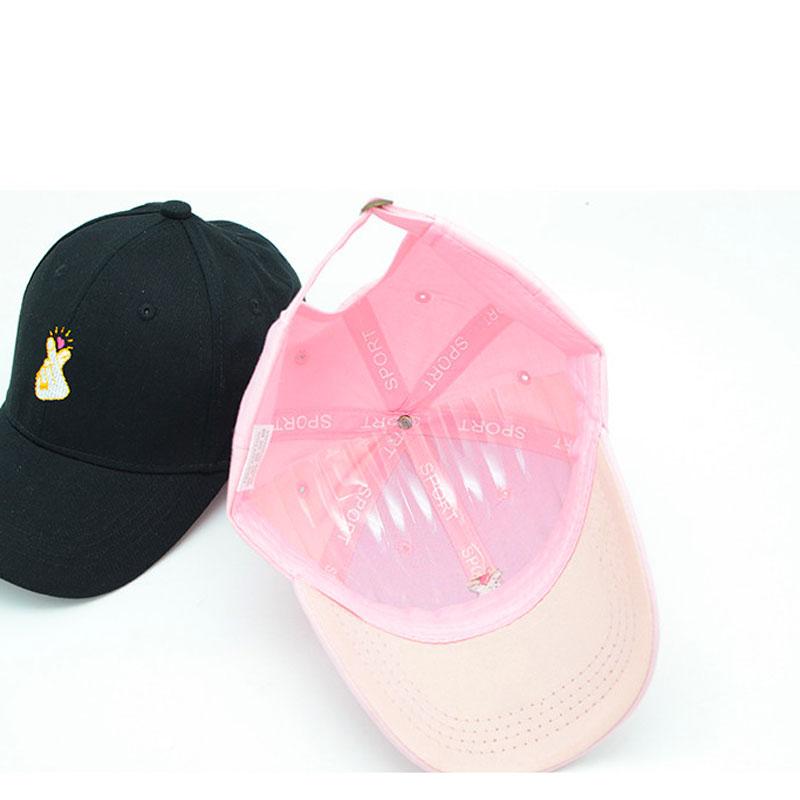 mũ lưỡi trai nữ Heart React Pink màu hồng và đen