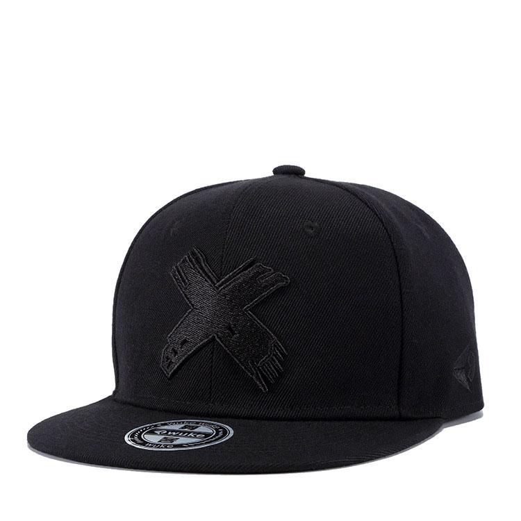 mũ snapback Wild Flat đen logo đen