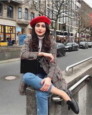 mũ beret mix cùng với áo khoac ngoài