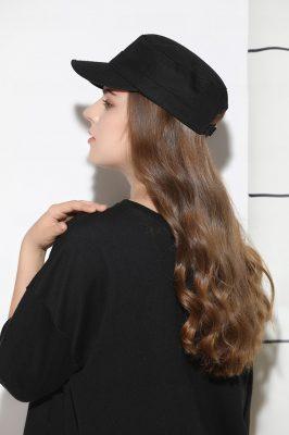 mũ lưỡi trai nữ chóp phẳng flat top màu đen phía sau