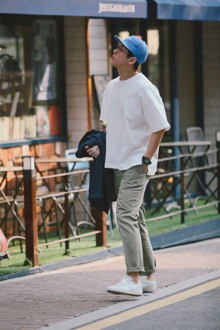 chọn mũ lưỡi trai + quần chinos