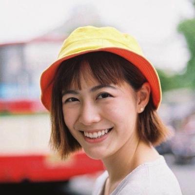 tóc ngắn + mũ bucket cam